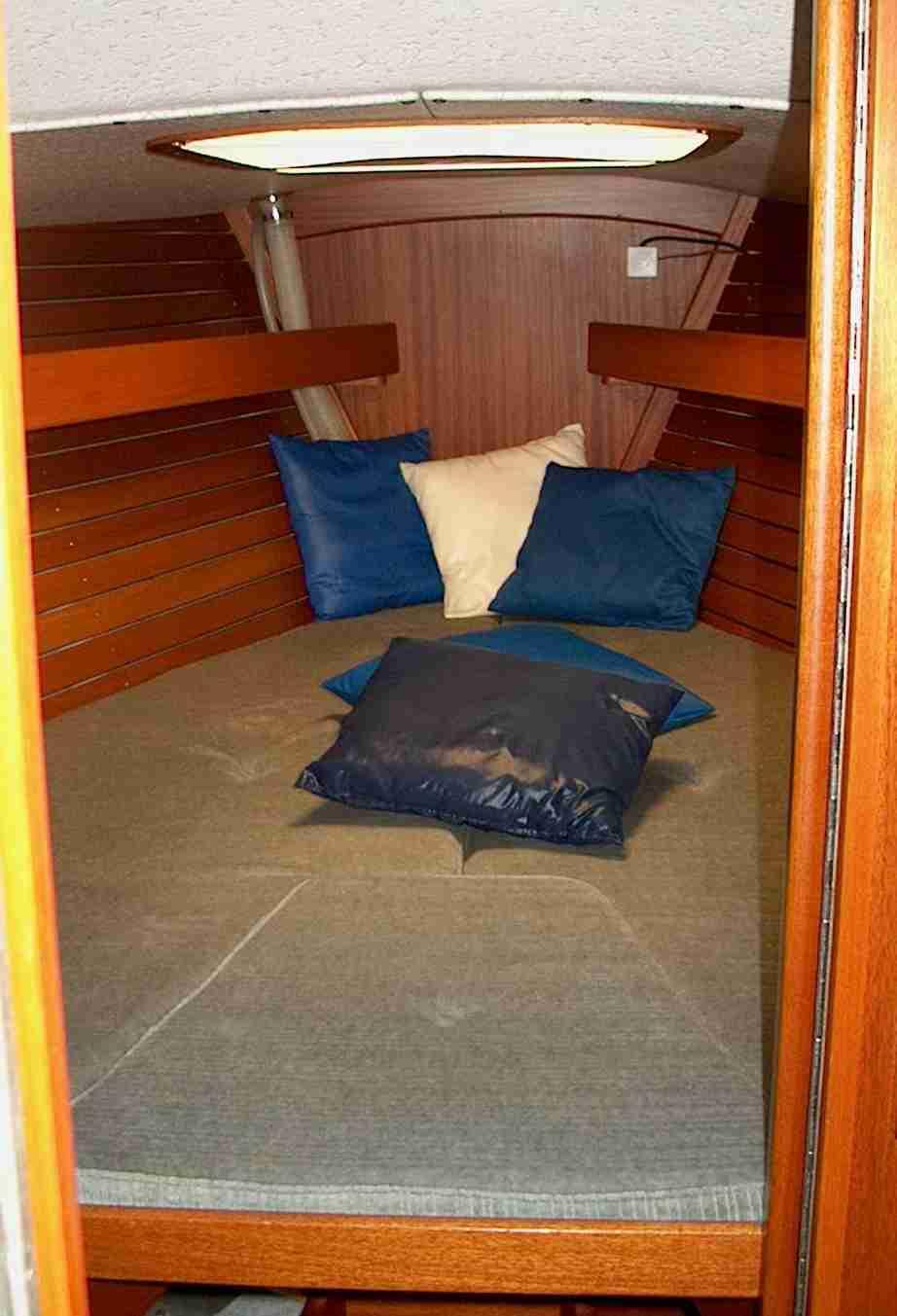 http://www.scancharter.com/wp-content/uploads/boats/9657_IM04a[1].JPG